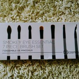Smokey Eye Essential - 7 piece Brush Set